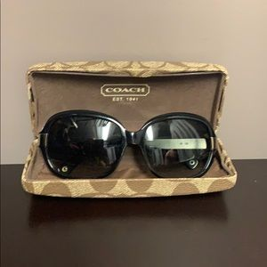 COACH Sunglasses in the case with lens cloth